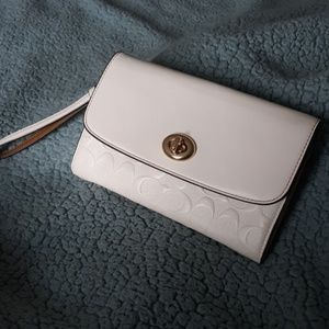 Coach cream white crossbody / wristlet
